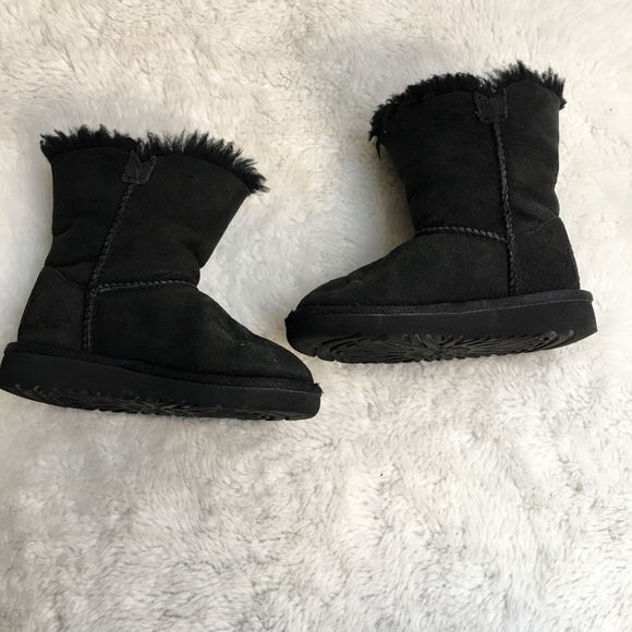 93346b118c6 UGG Toddler 8 Australia Bailey Button Boot 5991T